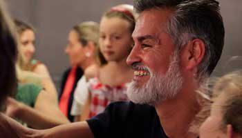 Taller de dansa en família - AKARI